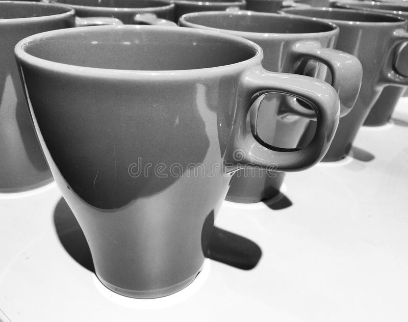 Tazze in bianco e nero fotografia stock