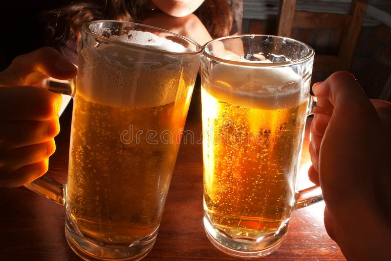 Tazze di birra fotografie stock libere da diritti