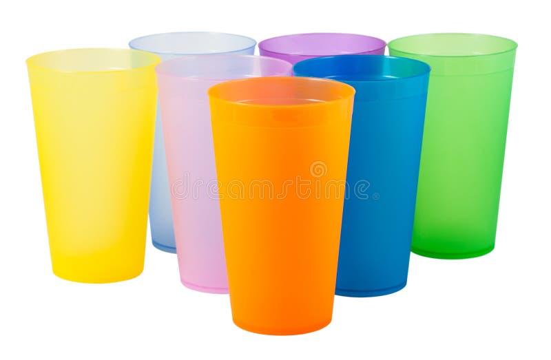 Tazze di plastica di vario colore immagine stock libera da diritti