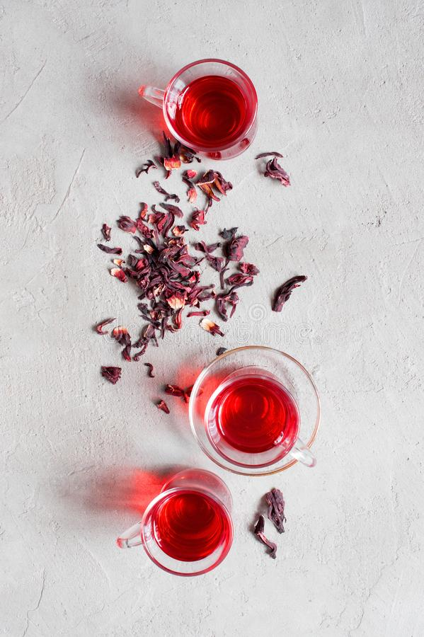 Tazze di vetro dell'albero del tè dell'ibisco fotografie stock libere da diritti