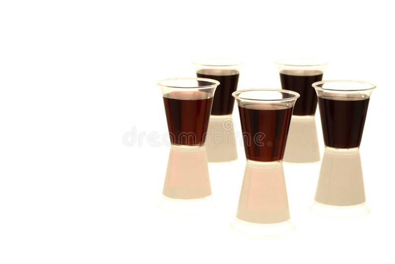 Tazze multiple di comunione con vino immagine stock libera da diritti