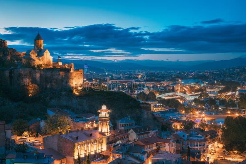 Tbilisi, Geórgia Do ` antigo da fortaleza e do São Nicolau de Narikala igreja imagens de stock royalty free