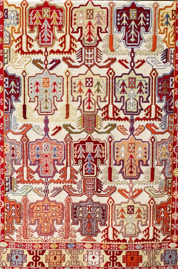 TBILISI, GEORGIË, MAART 2017: - Kleurrijk tapijt met met beauti royalty-vrije stock afbeelding