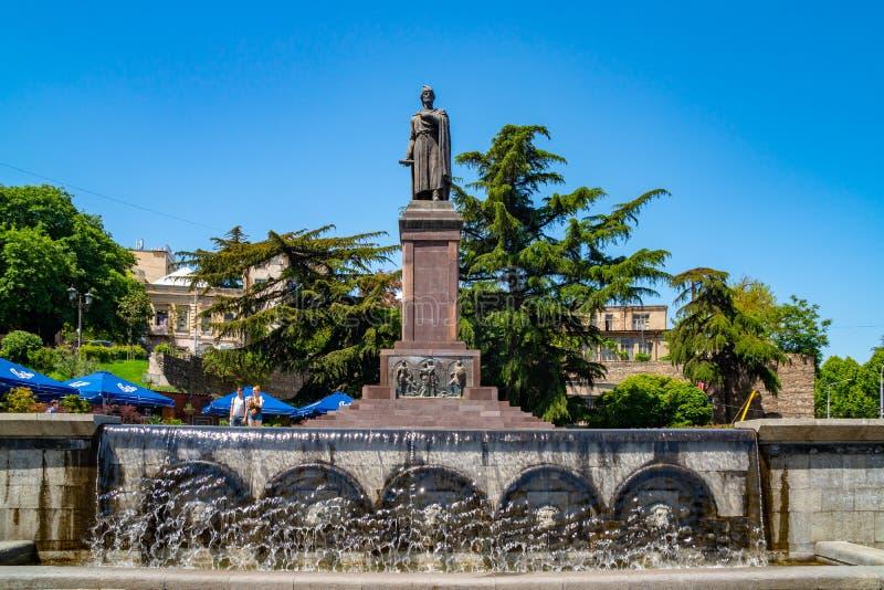 Tbilisi, Georgi? - 08 05 2019: Standbeeld van de 12de eeuw Georgische dichter Shota Rustaveli, Rustaveli-Weg royalty-vrije stock afbeeldingen