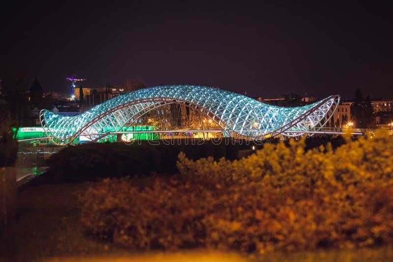 Tbilisi, Georgia Aprilr 2,2014: Il ponte di pace immagini stock
