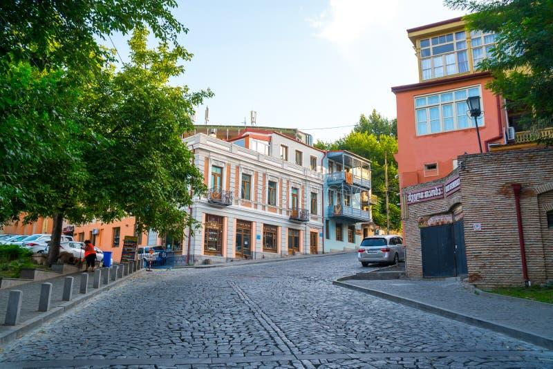 Tbilisi Georgia - 30 08 2018: Fasad av det traditionella huset i ol royaltyfri fotografi
