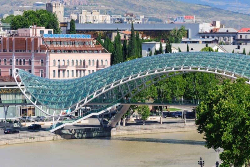 TBILISI, GEORGIA - 29 LUGLIO 2013: Ponte di pace a Tbilisi fotografia stock libera da diritti