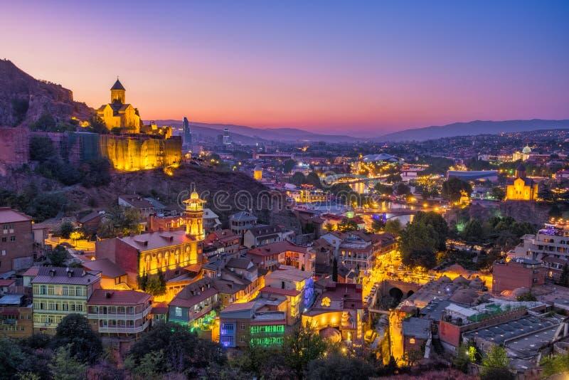 Tbilisi kolorowa linia horyzontu przy zmierzchem, kraj Gruzja zdjęcie stock