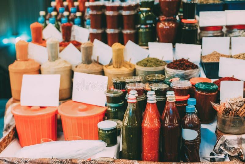 Tbilisi, la Géorgie Ajika, condiment, épices parfumées, herbes aromatiques images stock