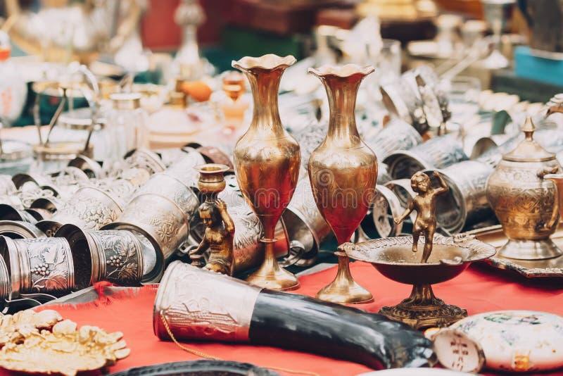 Tbilisi, la Géorgie Marché aux puces de boutique de vieux rétro vintage d'antiquités photographie stock libre de droits