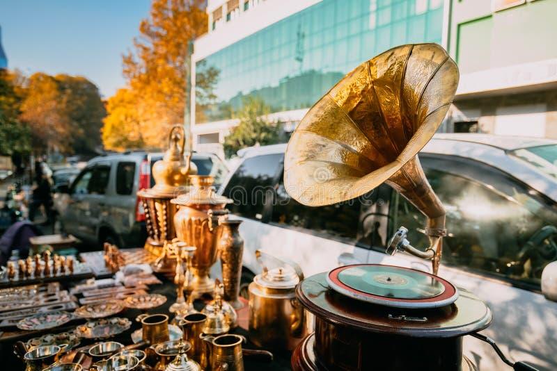 Tbilisi, la Géorgie Marché aux puces de boutique de vieux rétro vintage d'antiquités images stock