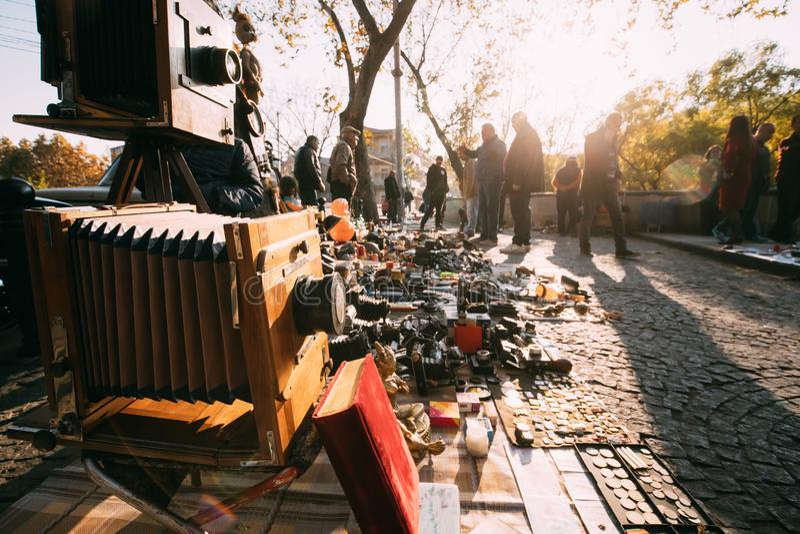 Tbilisi, la Géorgie Marché aux puces de boutique de vieux rétro vintage d'antiquités images libres de droits