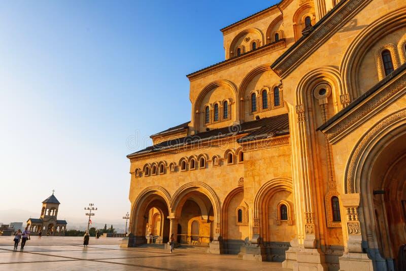 Tbilisi, la Géorgie - 8 octobre 2016 : Cathédrale orthodoxe de trinité sainte de cathédrale de Tbilisi Sameba la plus grande en G images stock
