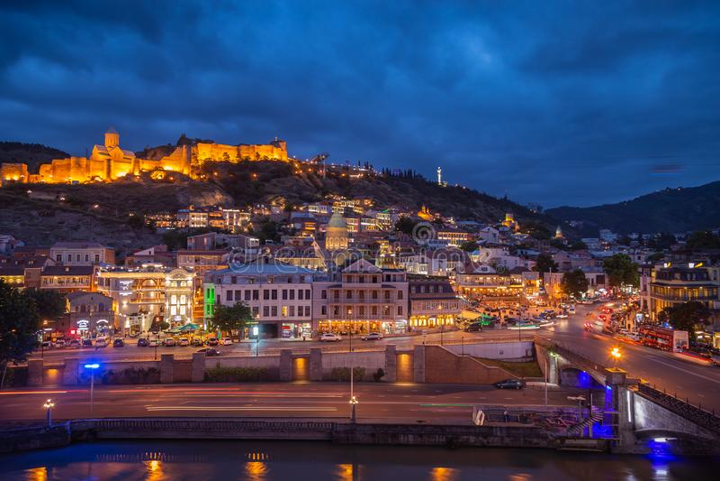 Tbilisi nocą stolica Gruzja obraz stock