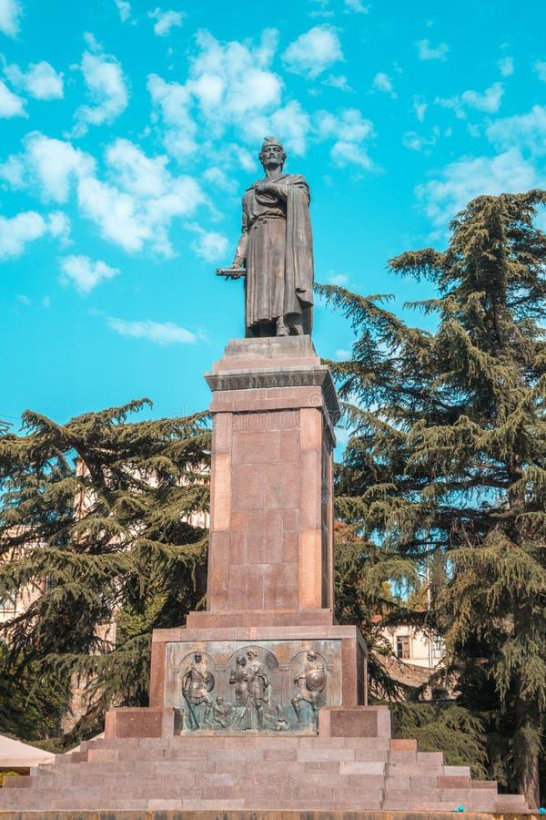 Tbilsi,乔治亚- 30 08 2018年:12世纪格鲁吉亚po雕象  库存图片