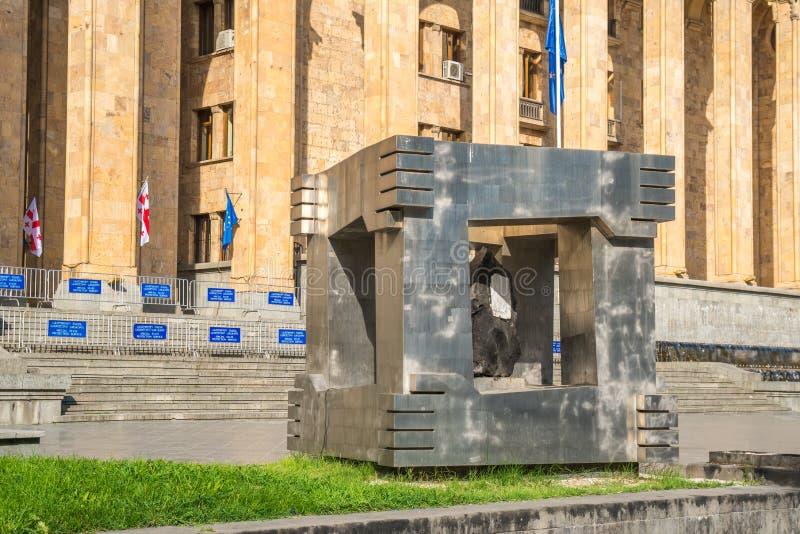 Tbilsi,乔治亚- 30 08 2018年:4月9日纪念品和大厦 免版税库存图片