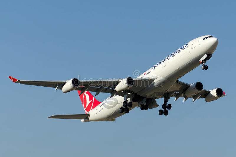 TC-JDM Turkish Airlines Airbus A340-311 stockbild