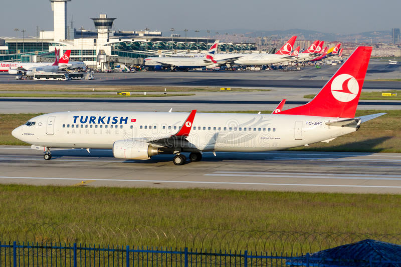Download TC-JHC Turkish Airlines Boeing 737-8F2 ISKENDERUN Image éditorial - Image du prise, approche: 45352560
