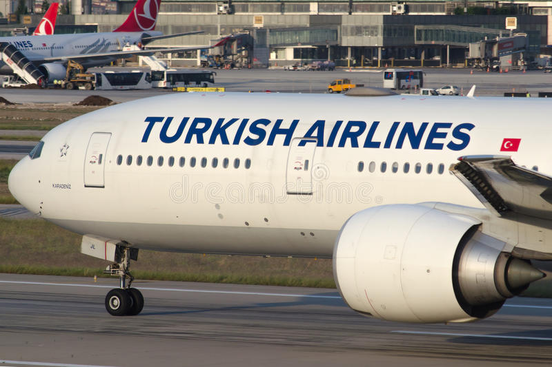 Download TC-JJL Turkish Airlines Boeing 777-3F2ER KARADENIZ Image éditorial - Image du vitesse, éditorial: 45351275