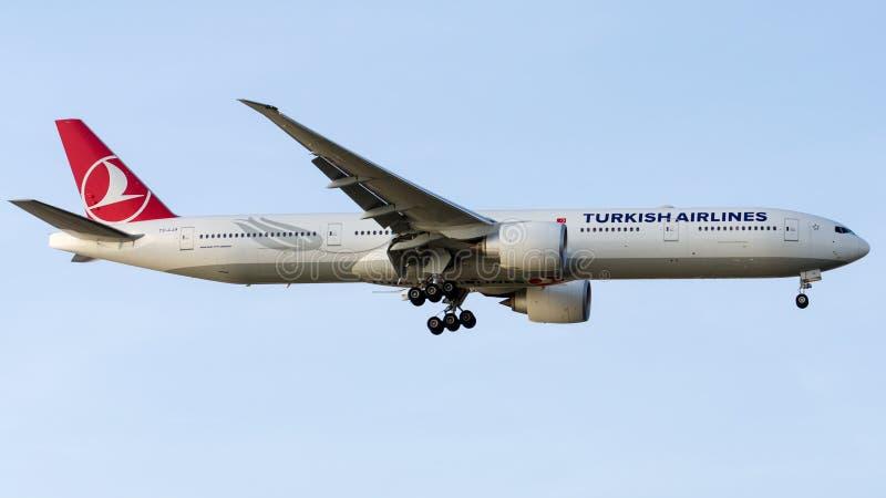 Download TC-LJA Turkish Airlines, Boeing 777-3F2 Εκδοτική Στοκ Εικόνα - εικόνα από σύννεφο, διεθνής: 62706514