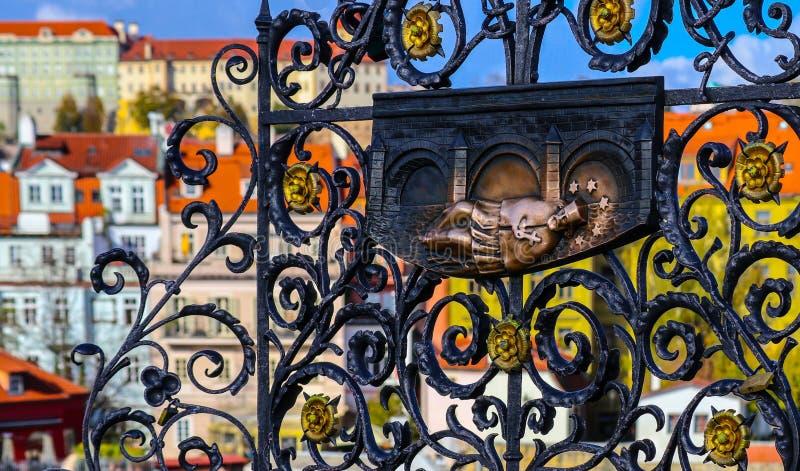 Tchèque, Prague, bas-relief gothique de John de Nepomuk sur le char photographie stock