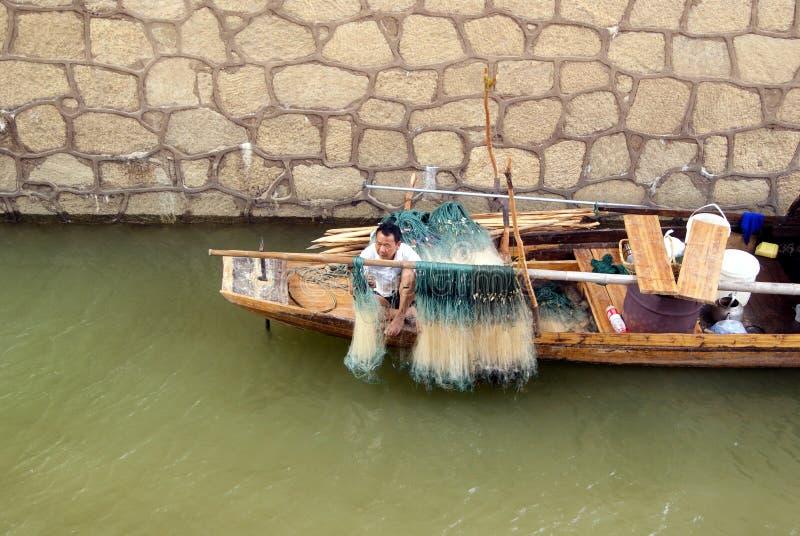 Tchang-cha China: vissersboot onder de brug stock afbeeldingen
