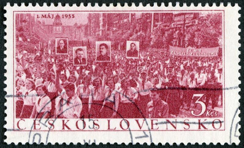 TCHECHOESLOVÁQUIA - 1953: mostra Parada do Dia de maio Emitido para o Dia do Trabalho 1 de maio imagens de stock royalty free