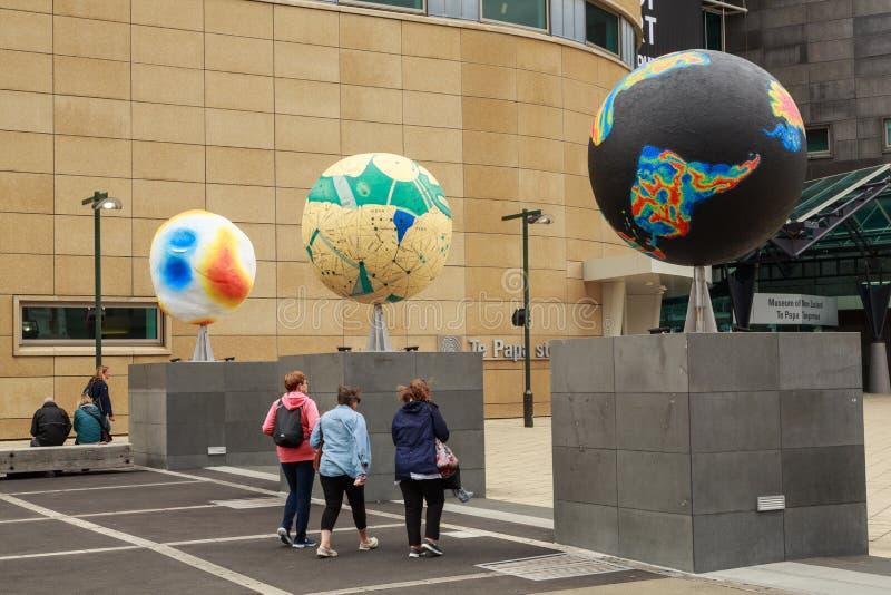 Te爸爸博物馆,惠灵顿,新西兰 地球雕塑行  库存图片