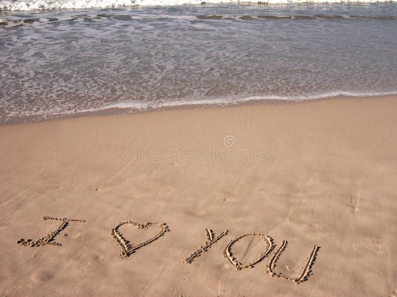 La Palabra Te Amo Escrito En La Arena: Te Amo En La Playa Arenosa Imagen De Archivo. Imagen De