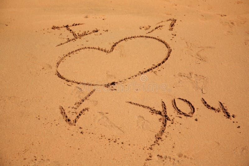 Te Amo En La Arena De La Playa: Te Amo Escrito En La Arena Imagen De Archivo. Imagen De