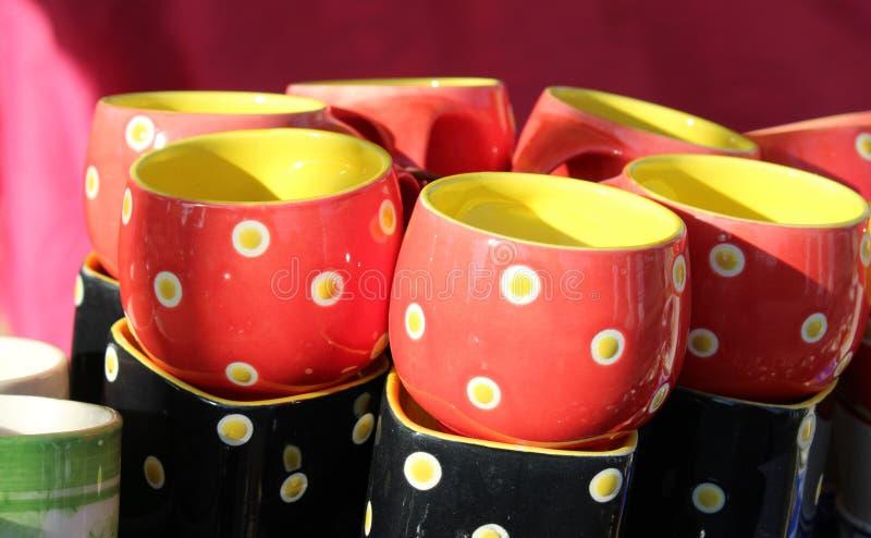 Te-dricka keramisk färgrik cup-3, Bikaner, Rajasthan, Indien royaltyfri bild
