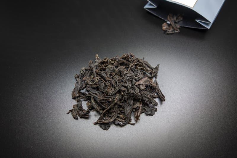 Te i svart bakgrund arkivfoto