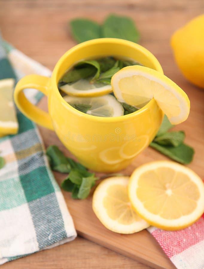 Te med citronen royaltyfri fotografi