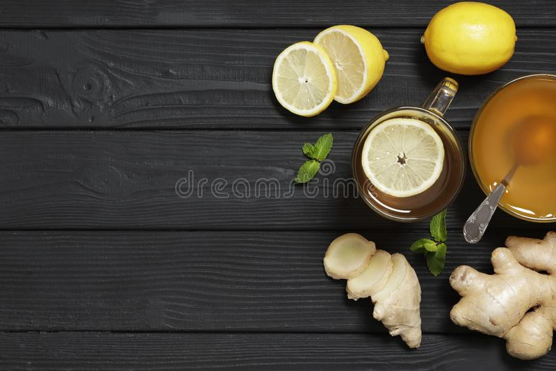 Te med citronen och ingef arkivfoton