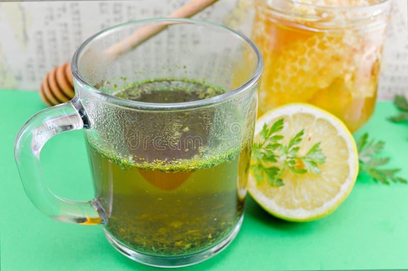Te med persilja, citronen och honung royaltyfria foton