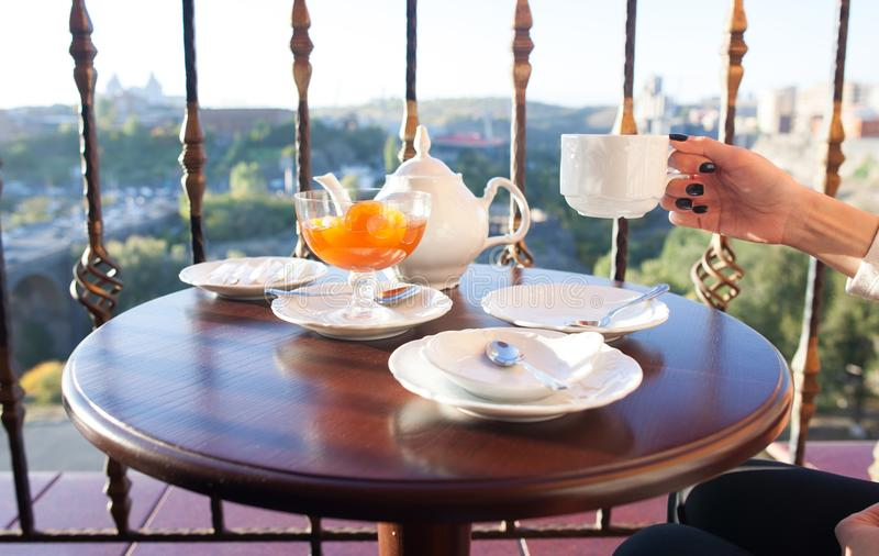 Te- och aprikosdriftstopp arkivfoton