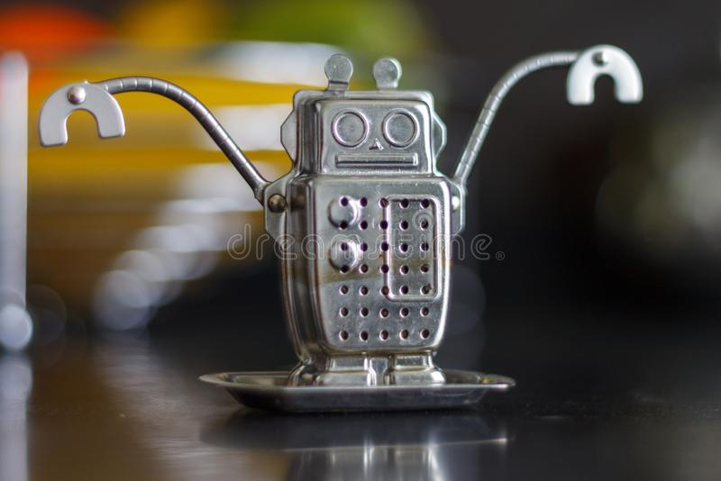 Tea brew Robô de Ferro Gadgets para a cozinha foto de stock royalty free