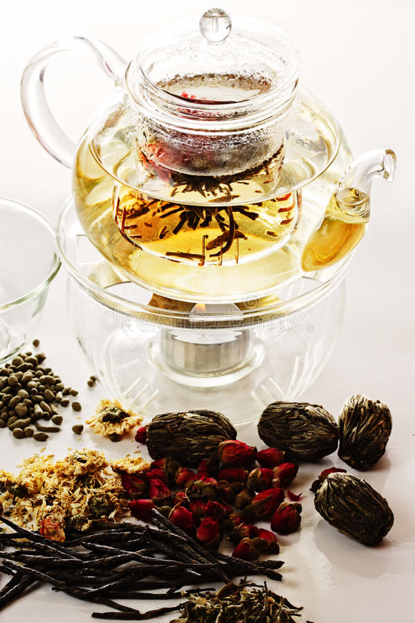 Tea brewing in transparent teapot royalty free stock images