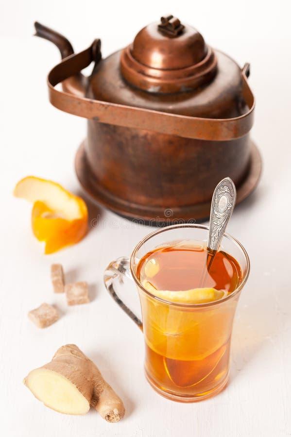 Tea med ingefära och apelsinen royaltyfri fotografi