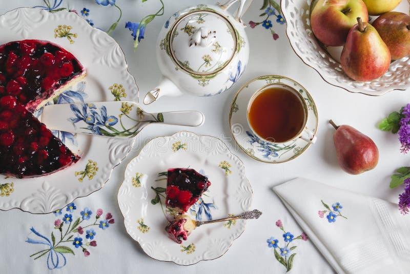 Tea och sötsaker royaltyfri fotografi