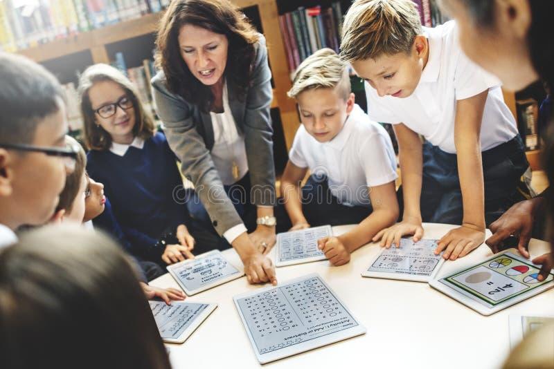 Teaching Students Learning för skolalärare begrepp arkivbild