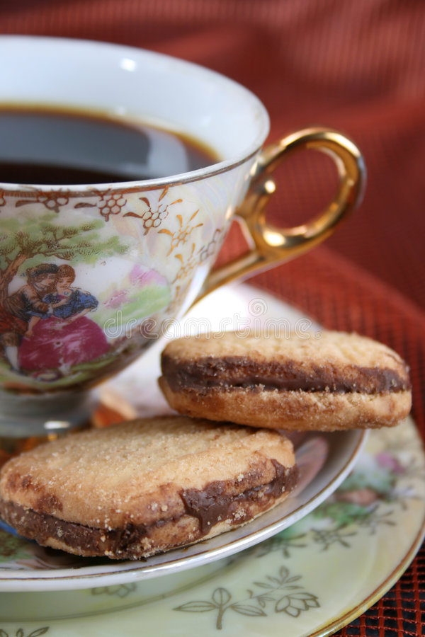 Teacup mit Plätzchen stockfotos