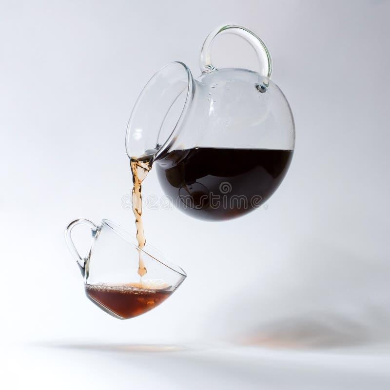 Teacup und eine Teekanne lizenzfreie abbildung
