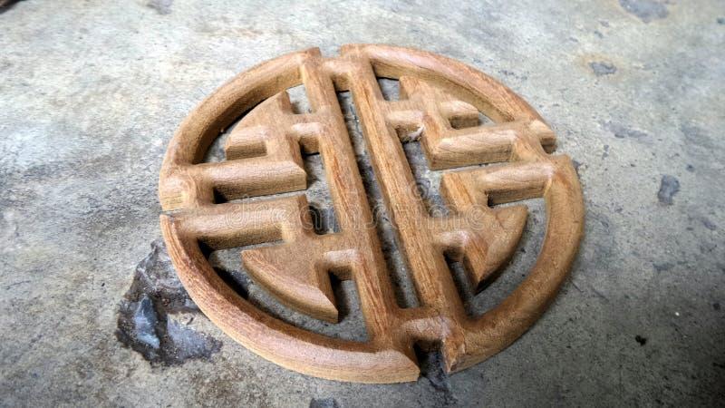 Teak het houten Chinese stijl snijden voor decoratiemechanisme royalty-vrije stock fotografie