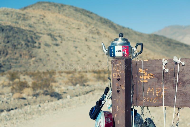 Teakettle σύνδεση στον τρόπο στη πίστα αγώνων Playa, κοιλάδα Ν θανάτου στοκ φωτογραφία με δικαίωμα ελεύθερης χρήσης
