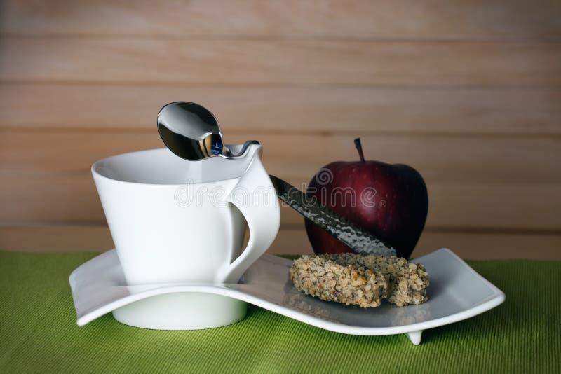 Download Teakopp Med Ett äpple Och En Kaka Fotografering för Bildbyråer - Bild av closeup, klocka: 27282671