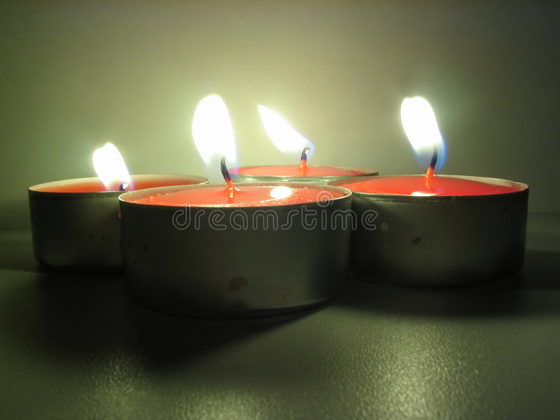 Download Tealights di Lit immagine stock. Immagine di first, gloom - 205963