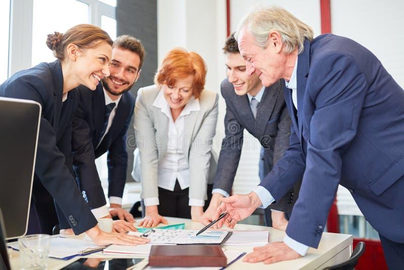 Team in bedrijfs het raadplegen planning royalty-vrije stock afbeeldingen