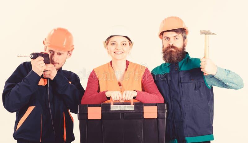 Team des Erbauers, Schlosser, Heimwerker mit Werkzeugkasten, Hammer, Bohrgerät lizenzfreies stockfoto