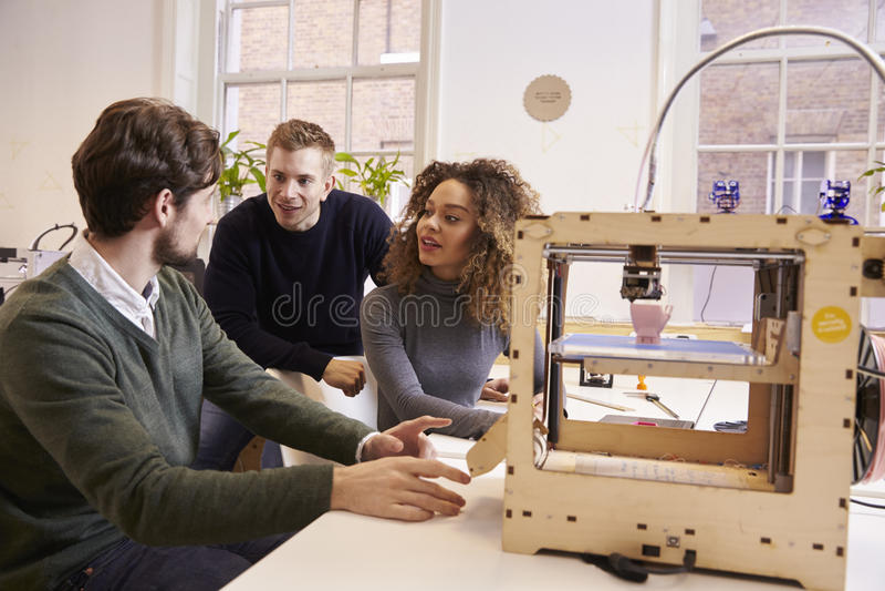 Team Of Designers Working With 3D skrivare In Design Studio royaltyfri fotografi